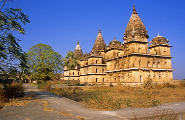 IND7061 Asia, India, Madhya Pradesh, Orchha.  Chhatris, cenotaphs to Orchha's rulers, located by the Betwa River.
