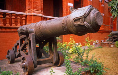 IND7012 Asia, India, Tamil Nadu, Chennai (Madras).   Cannon used by Tipu Sultan at Srirangapallvam in 1799.