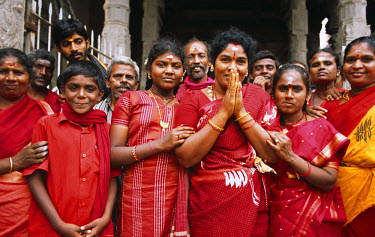 IND6992 India, Tamil Nadu, Madurai, Sri Meenakshi Temple. Ladies dressed in colourful red saris join other pilgrims to worship at the Meenakshi Temple.