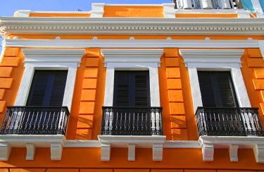 CA27MGL0041 Puerto Rico, Old San Juan, Street with typical Colonial architecture.