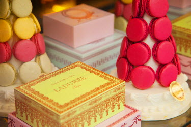 EU09BJN0227 Window display of Laduree Bakery, Patisserie, and Tea Shop, Saint-Germain-des-Pres, Paris, France