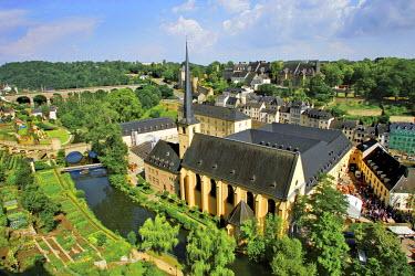EU40MGL0001 City view of St. Johanneskirche and abbey Neumuenster, Grund, Luxemburg, Europe