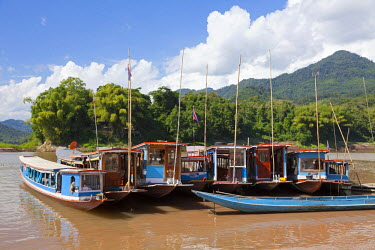 LAO1087 Laos, Mekong. Boats at the junction of the Nam Ou and Mekong rivers.