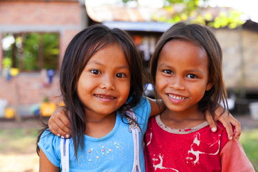 LAO1111 Laos, Ban Khiet Ngong. Children in the village of Khiet Ngong, situated on the edge of Se Pian NPA, a nature reserve in Champasak Province.