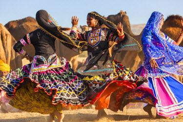 IN05474 Women Dancers, Pushkar camel fair, Pushkar, Rajasthan State, India