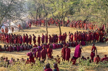 KEN8111 Kenya, Kajiado County, Ol doinyo Orok.  A large gathering of Maasai warriors during an eunoto ceremony.