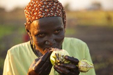SSU0034AW Unity State, South Sudan. A lady farmer.