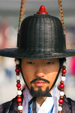 KR01237 Changing of the guards ceremony, Gyeongbokgung Palace, Palace of Shining Happiness, Seoul, South Korea