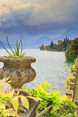 ITA1992AW Italy, Lombardy, Lecco district. Como Lake, Varenna, Villa Monastero gardens.