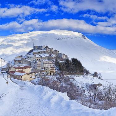 ITA2036AW Italy, Umbria, Perugia district, Monti Sibillini NP, Norcia, Castelluccio di Norcia in winter.