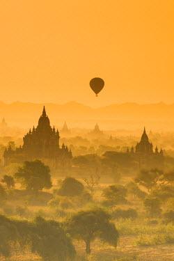 MYA1652AW Bagan at sunset, Mandalay, Burma (Myanmar)