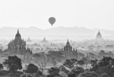 MYA1655AW Balloon over Bagan at sunrise, Mandalay, Burma (Myanmar)