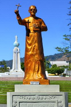 EL01001 San Salvador, El Salvador, Dawn, Savior Of The World Plaza, Statue Of Archbishop Oscar Romero, Unofficial Patron Saint Of El Salvador, Assassinated At The Start Of The Country's Civil War In 1980,  In...