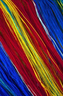 EL01071 Ataco, El Salvador, Colorful Threads, Wool For Weaving Textiles On Traditional Treadle Loom, Department Of Ahuachapan - Route Of Flowers, Ruta De Las Flores