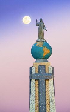 EL01085 San Salvador, El Salvador, Full Moon, Dawn, Monument To The Divine Savior Of The World, Monumento Al Divino Salvador Del Mundo, Statue Of Jesus Christ Standing On A Global Sphere Of Planet Earth, Iden...