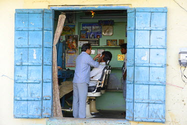 IND7258AW Barber shop in Pushkar, India,Asia