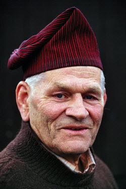 HMS0470189 Denmark, Faroe Islands, Eidi, Old man wearing the traditional faroese