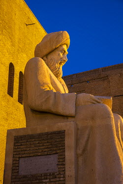 IQ01072 Iraq, Kurdistan, Erbil, Statue of Mubarak Ben Ahmed Sharaf-Aldin at the main entrance to The Citadel