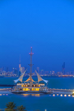 KW01080 Kuwait, Kuwait City, Salmiya, Marina Waves Leisure complex - a three-storey leisure complex specialising in land and sea activities