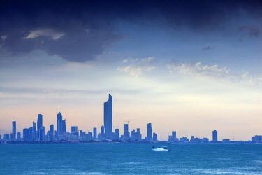 KW01091 Kuwait, Kuwait City, Salmiya, Arabian Gulf and City skyline looking towards Al Hamra Tower