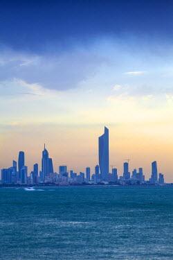 KW01092 Kuwait, Kuwait City, Salmiya, Arabian Gulf and City skyline looking towards Al Hamra Tower