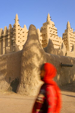 ML01058 Africa, West Africa, Mali, Mopti Region, Niger Inland Delta, Djenne, Djenne Mosque, The Mosque is the largest mud structure in the world, Djenne is a UNESCO World Heritage Site,