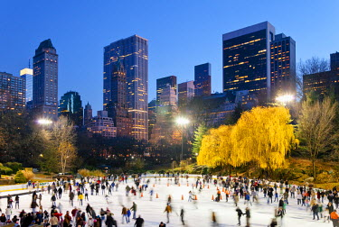 US60324 USA, New York City, Manhattan, Wollman Ice rink in Central Park