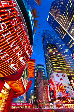 US60328 USA, New York City, Manhattan, Times Square, Neon lights of 42nd Street