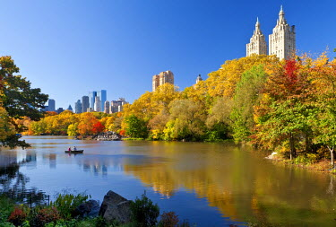 US60329 USA, New York City, Manhattan, Central Park and buildings along Central Park West viewed across the lake in autumn