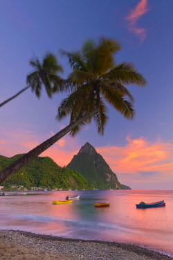 ST01095 Caribbean, St Lucia, Soufriere, Soufriere Bay, Soufriere Beach and Petit Piton (UNESCO World Heritage Site)