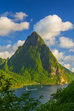ST01103 Caribbean, St Lucia, Soufriere, Soufriere Bay, Petit Piton (UNESCO World Heritage Site)