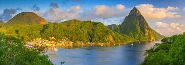ST01104 Caribbean, St Lucia, Soufriere, Soufriere Bay, Petit Piton (UNESCO World Heritage Site)