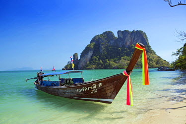 THA0467AW South East Asia, Thailand, Krabi province, Koh Hong archipelago,  Koh Pak Bia, long-tail boat on Hat Koh Pak Bia - visited on the Five Islands Boat trip from Ao Nang