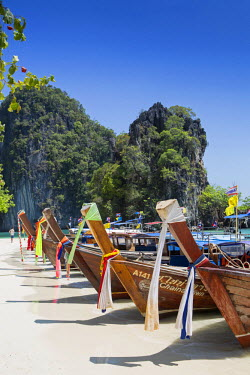 THA0470AW South East Asia, Thailand, Krabi province, Koh Hong, long-tail boats on Hat Koh Hong beach - visited on the Five Islands Boat trip from Ao Nang
