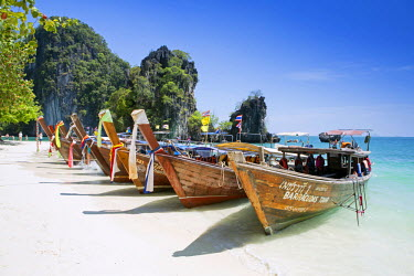 THA0471AW South East Asia, Thailand, Krabi province, Koh Hong, long-tail boats on Hat Koh Hong beach - visited on the Five Islands Boat trip from Ao Nang