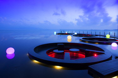 South East Asia, Thailand, Surat Thani Province, Ko Samui, Mae Nam, the lotus pond welcoming area and bar in the award-winning W retreat hotel (PR)