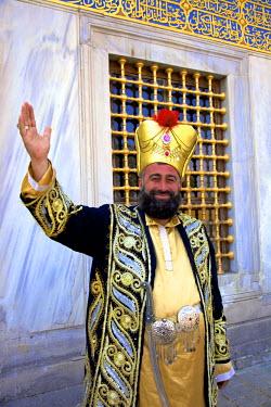 TK01499 Traditionally Dressed Turkish Man, Istanbul, Turkey