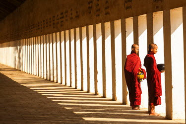 BM01280 Monks in walkway to Shwezigon Pagoda, Bagan (Pagan), Myanmar (Burma)