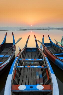 BM01314 Sunrise, Amarapura, Mandalay, Burma, Myanmar