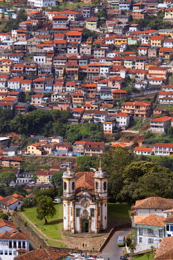 BRA1872AW South America, Brazil, Minas Gerais state, Ouro Preto, view of Sao Francisco de Assis church and houses in the old colonial town center