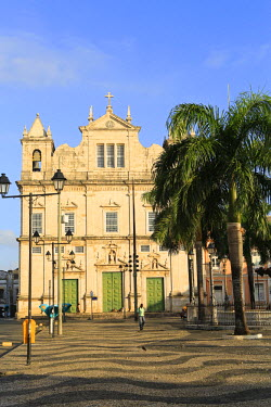BRA1886AW South America, Brazil, Bahia, Salvador, historical centre, a view of the cathedral (Catedral Basilica Primacial de Sao Salvador) on the Terreiro de Jesus square in the Unesco protected colonial centre...