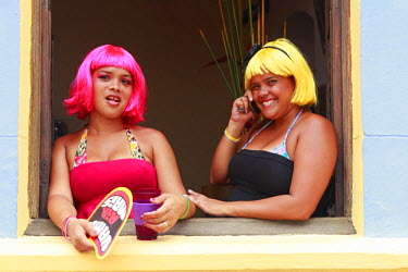 BRA1910AW South America, Brazil, Pernambuco, Olinda, revellers in coloured wigs the old colonial centre of Olinda during carnival