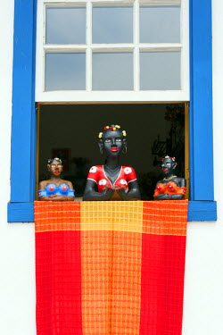 BRA1931AW South America, Brazil, Minas Gerais state, Tiradentes, traditional sculptures in a shop window in the town centre