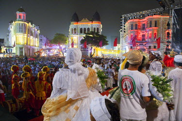 BRA1975AW South America, Brazil, Pernambuco, Recife, carnival, maracatu nations in Recife Antigo - the old colonial centre - on the opening night of Recife carnival