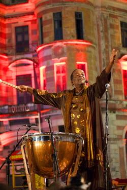 BRA1993AW South America, Brazil, Pernambuco, Recife, carnival, master percussionist Nana Vasconcelos opening Recife carnival during the maracatu parades on carnival opening night