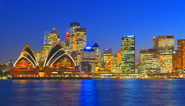 AUS1878AW Opera House and Sydney skyline, Sydney, New South Wales, Australia,