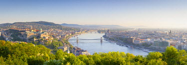HU01376 Elevated view over Budapest & the River Danube, Budapest, Hungary