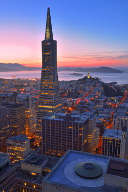USA8753AW Trans America Pyramid seen from Mandarin Oriental Hotel, San Francisco, California, USA