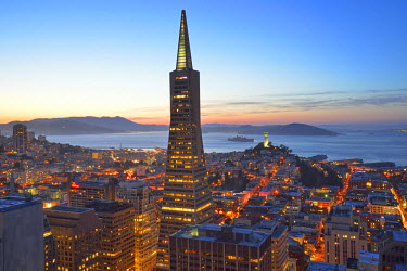USA8754AW View from hotel Mandarin Oriental towards Transamerica Puramid and Coit Tower, San Francisco, California, USA