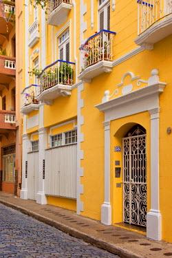 CA27BJN0024 Colorful buildings in old San Juan, Puerto Rico.